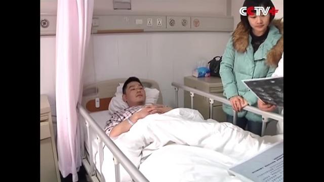 Feng, atrapó a una mujer que cayó