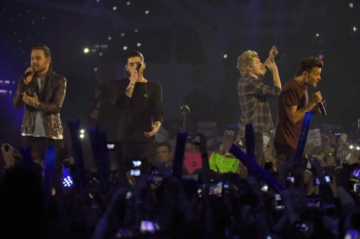 One Direction en una presentación