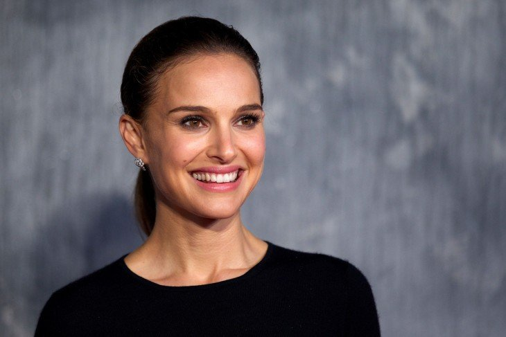 US actress Natalie Portman attends the world film premiere of 'Thor, The Dark World' in central London on October 22, 2013. AFP PHOTO/ANDREW COWIE