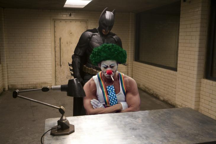 fotografía de payaso enojado desata batalla de Photoshop