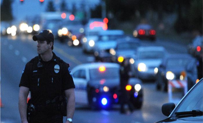Policías en avenida de Estados Unidos