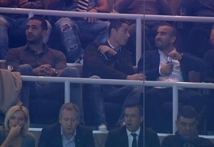 Ronaldo y Badr en las gradas del Bernabéu