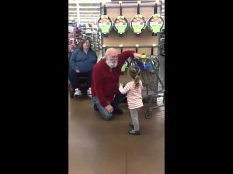 Niña cree encontrar a Santa Claus