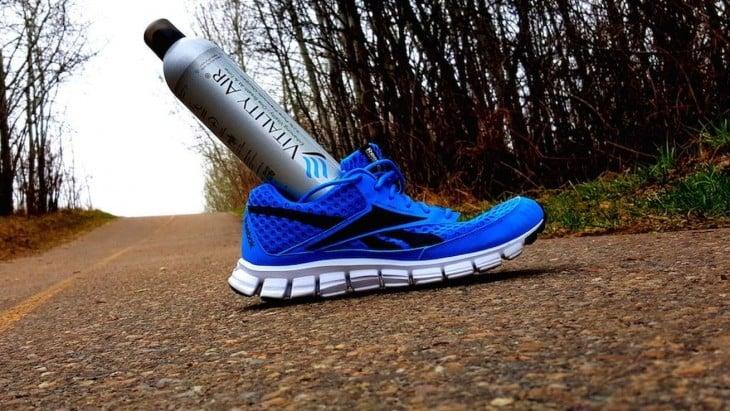 Frasco de Vitality Air dentro de un zapato