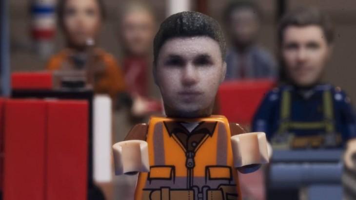 Tu cabeza en un juguete lego