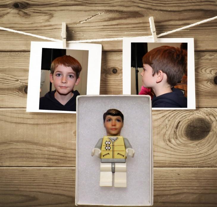 fotos de frente y perfil Tu cabeza en un juguete lego