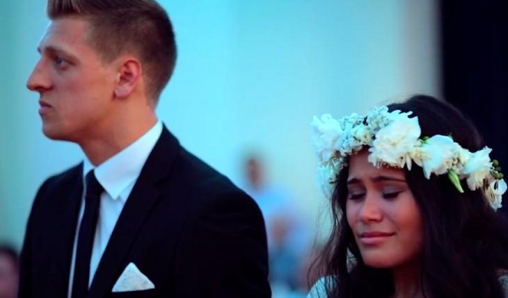 pareja ve haka en su boda