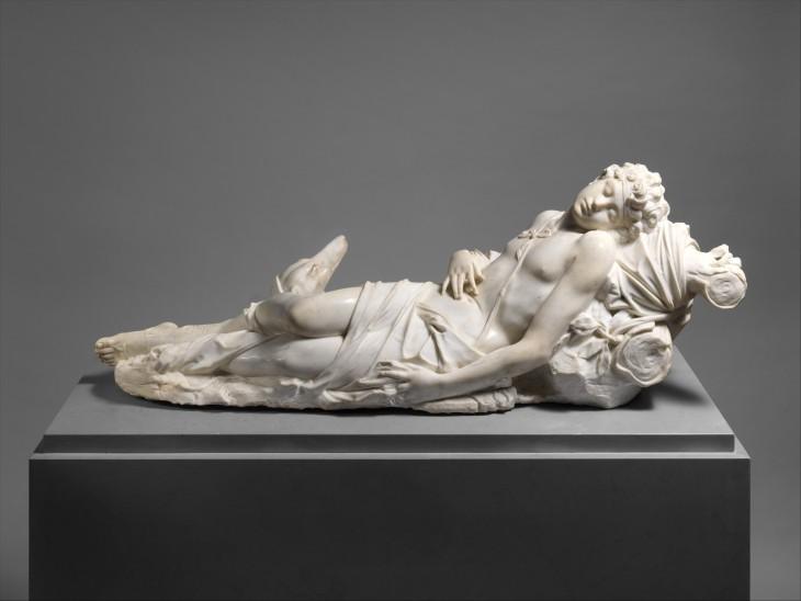 Escultura de Adonis, hecha por artista italiano