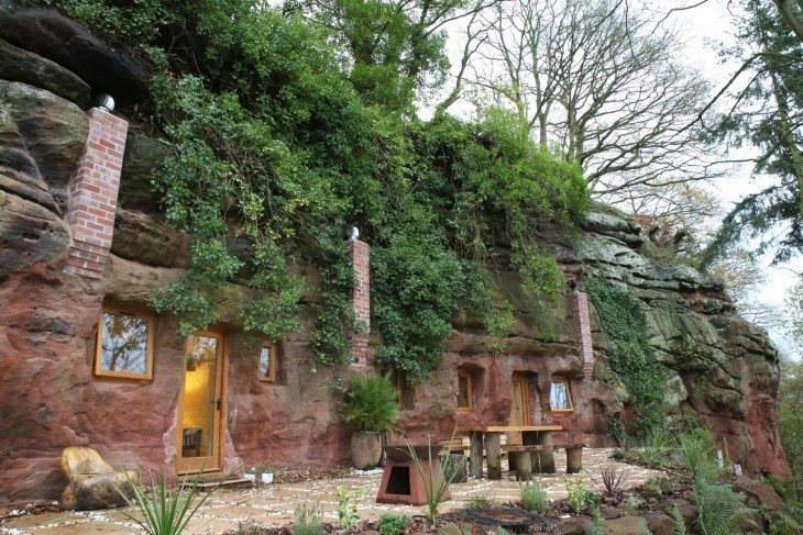 Angelo Mastropietro construyó su casa en una caverna antigua