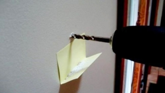 taladro y post-it