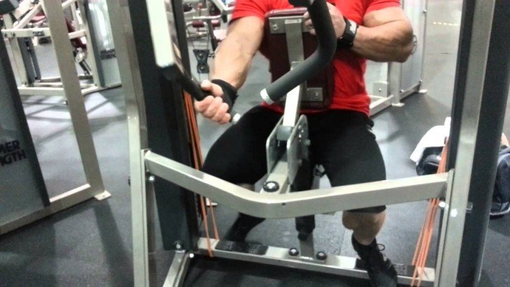 ONE-ARM LAT PULLDOWN