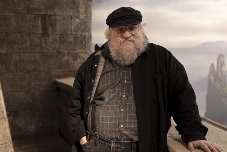 George RR Martin en el set de Game of Thrones
