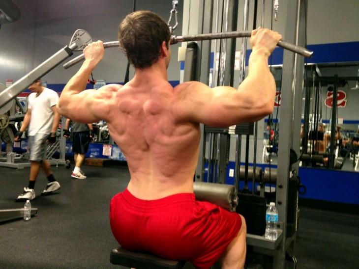 Lat pulldown, ejercicio para crecer músculos