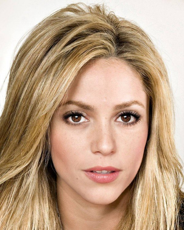 Shakira y Anna Angelina Wolfers