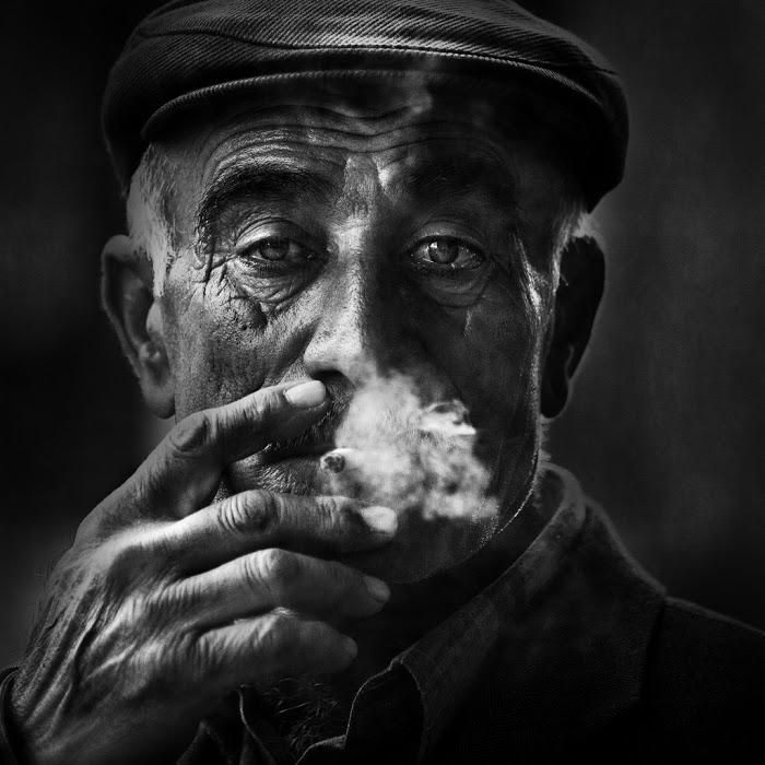 Hombre fumando