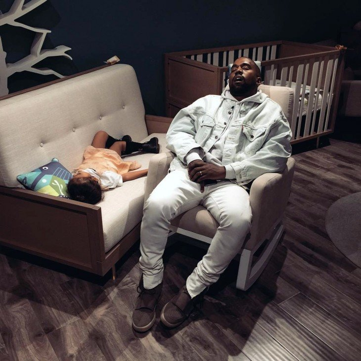 Kanye West dormido bebé photoshop pantalones