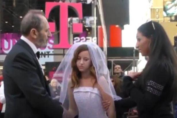 Niña de 12 años como novia de un viejo de 60