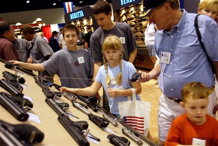 Comprando armas en familia en Estados Unidos