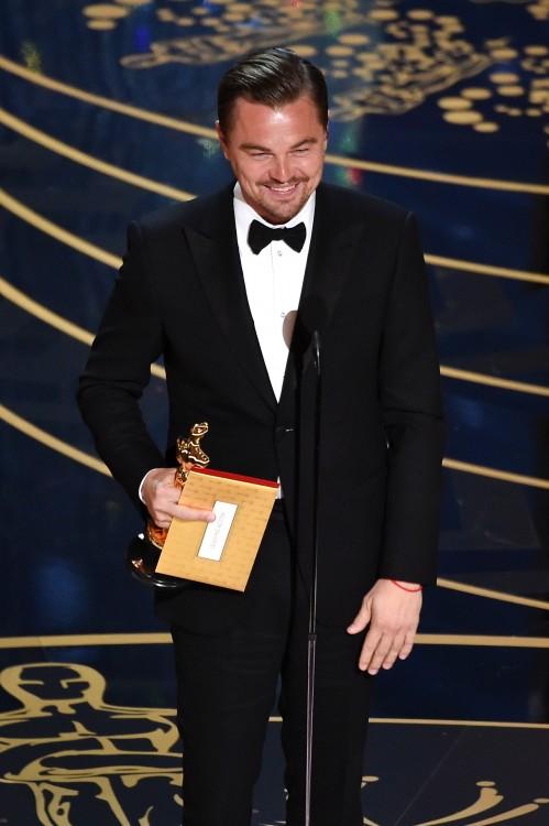 DiCaprio gana el Oscar y hacen Batalla de Photoshop