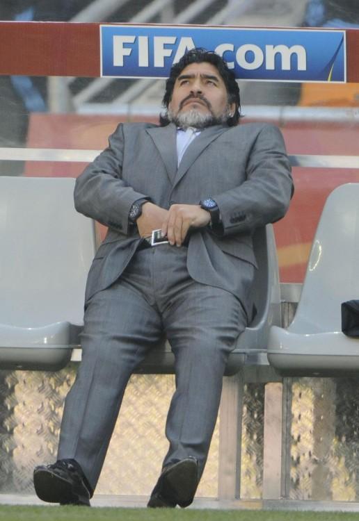 Maradona rascándose las pelotas