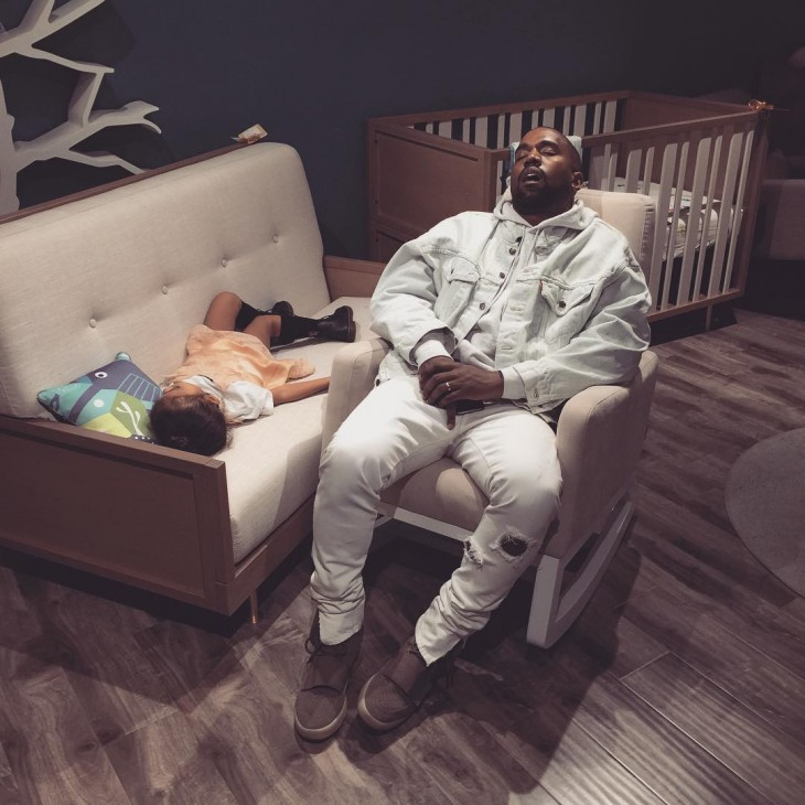 Kanye West dormido bebé photoshop