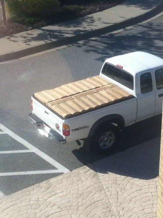 cajas en camioneta acomodadas