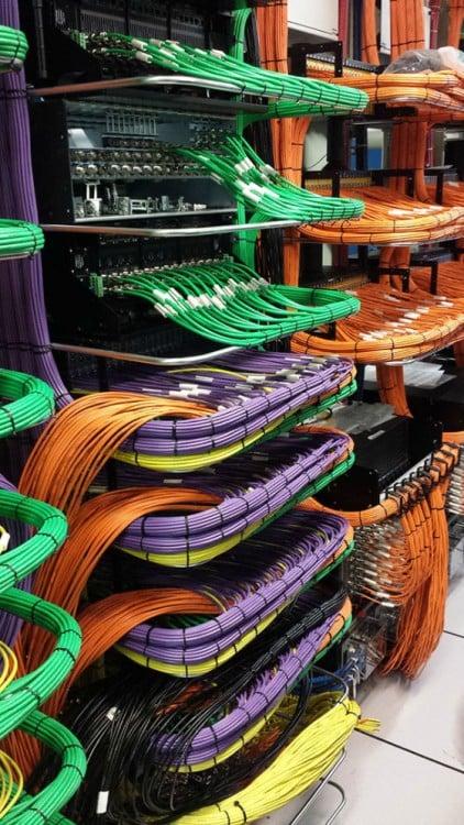 cables perfectamente acomodados