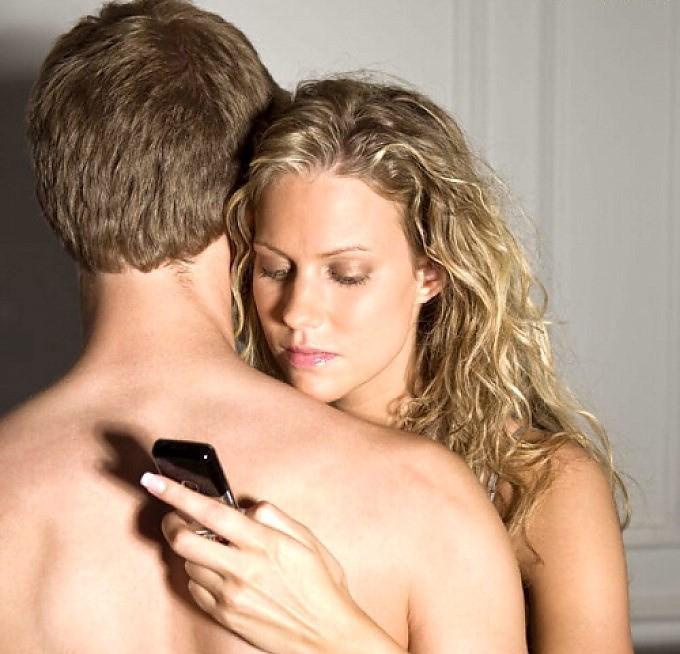 chica adicta a las redes sociales