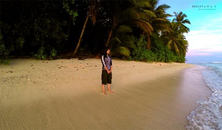 Reikko sola en una isla desierta