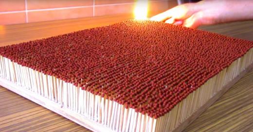 Esto sucede cuando enciendes 6,000 cerillos y se consumen a la vez ¡Es épico!