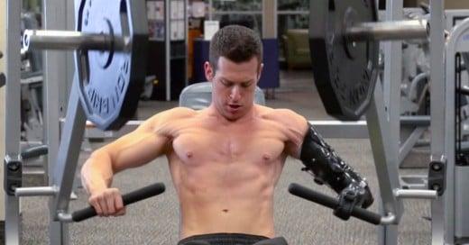 Cover-Levanta-pesas-¡con-un-brazo-mecánico!