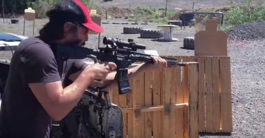 Cover-VIDEO-Keanu-Reeves-en-el-campo-de-tiro