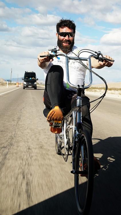 Dan Bilzerian en bicicleta