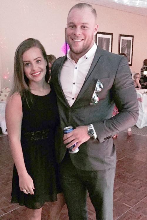 Josh Reed y novia