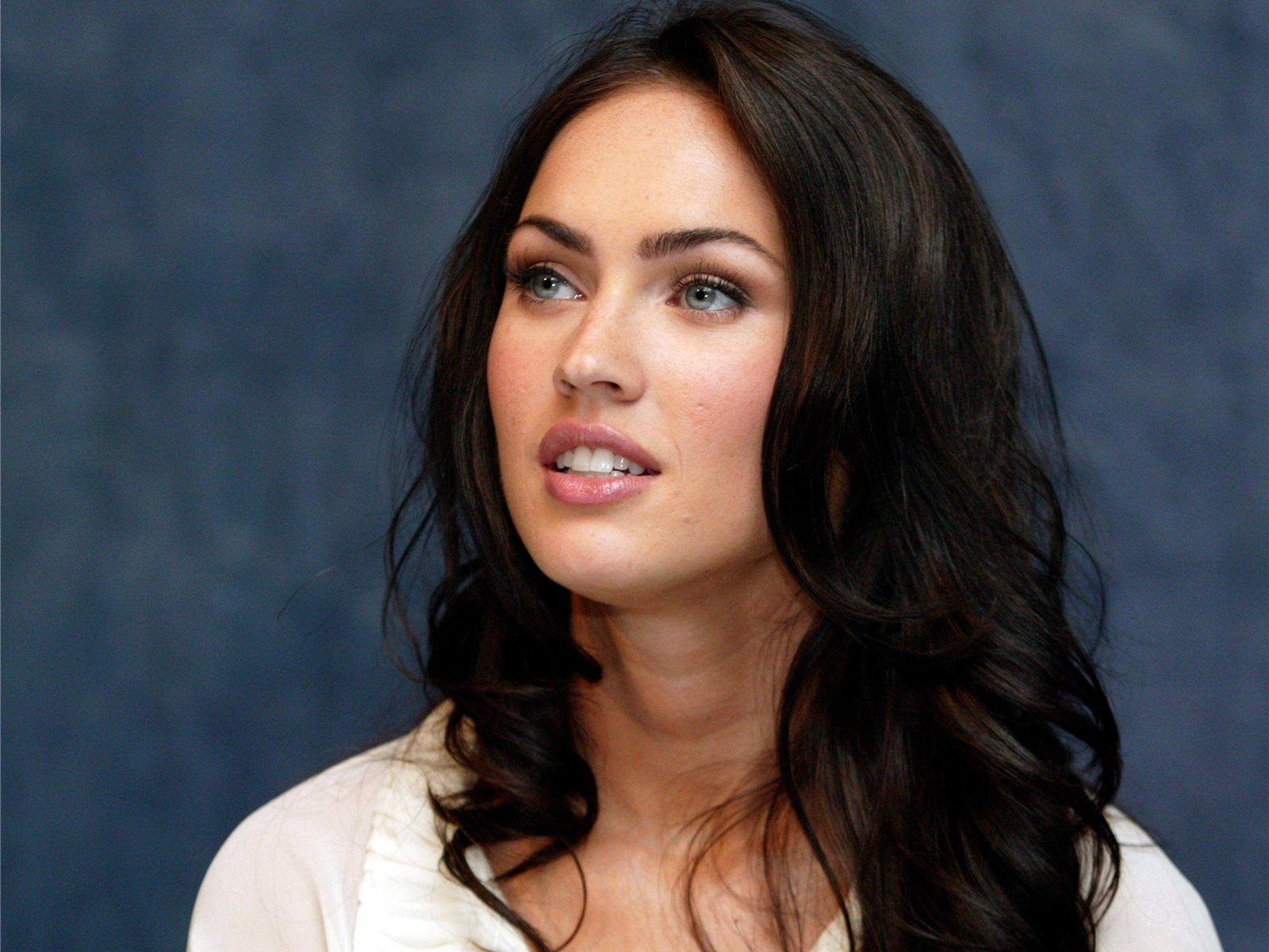 Jasmine Waltz la doble de Megan Fox ha cautivado a todos