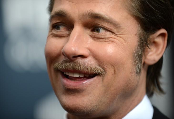 Brad Pitt con bigote