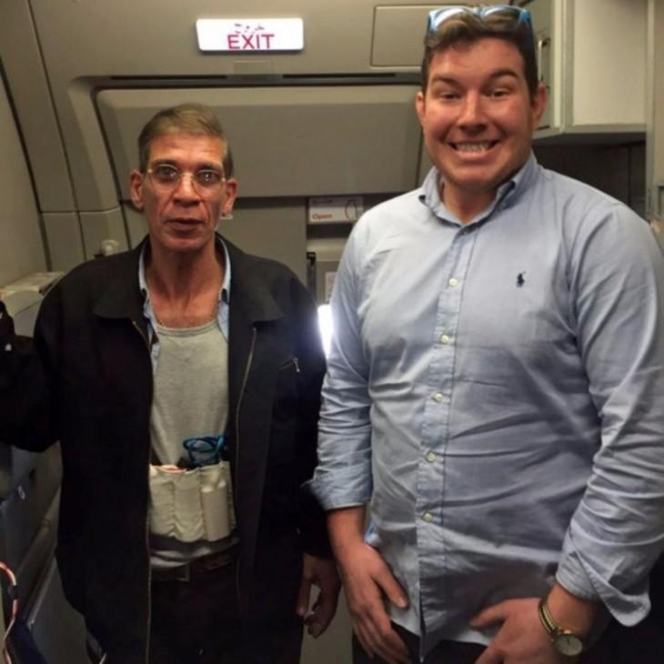 Se toma foto con secuestrador de un avión