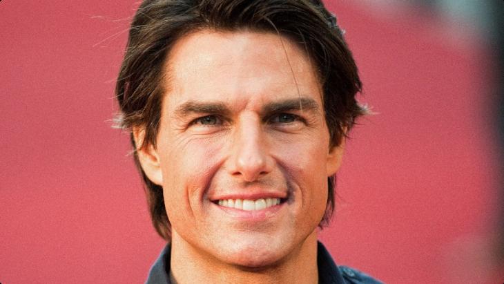 Tom Cruise sonríe