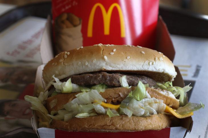 Papas y hamburguesa de McDonald's
