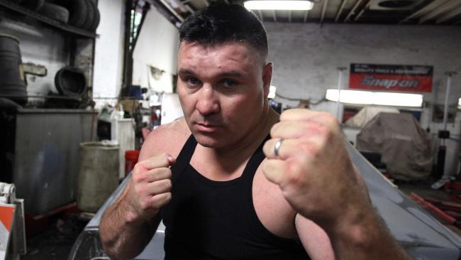 Bobby Gun campeón de box a mano limpia
