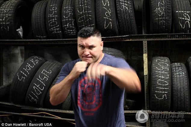 Bobby Gunn campeón de box a mano limpia