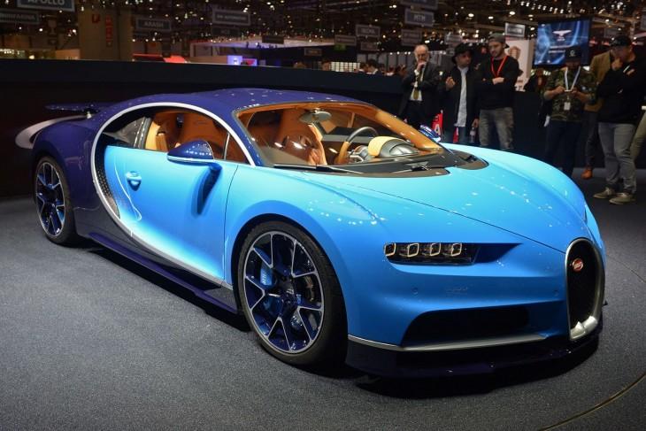 Bugatti Chiron color azul
