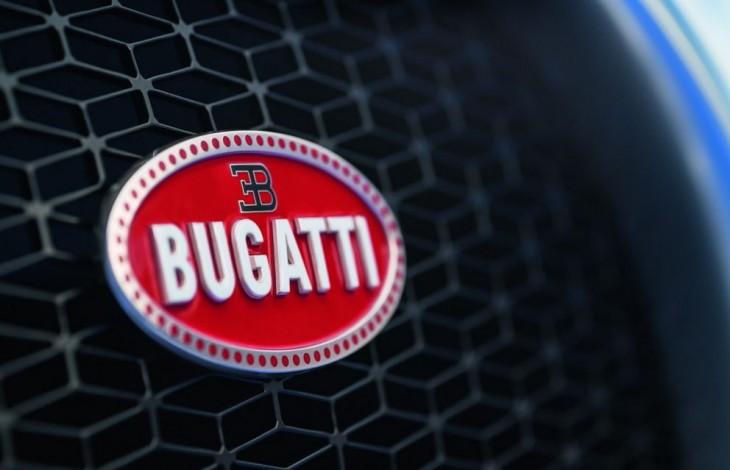 Escudo del Bugatti Chiron, hecho de plata