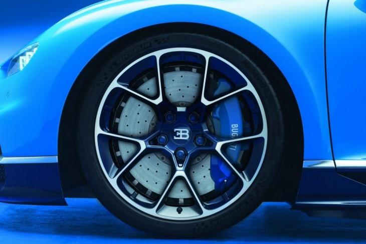 Una llanta del Bugatti Chiron