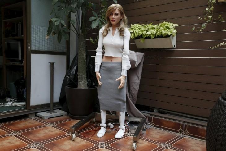 Hombre crea un robot de Scarlett Johansson