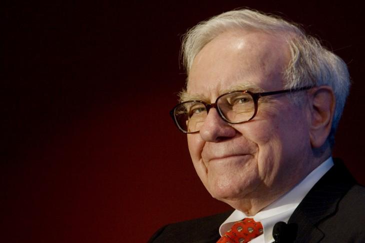 Warren Buffet con lentes y moño