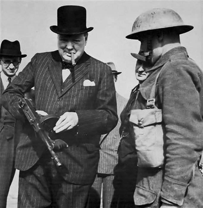 churchill con ametralladora