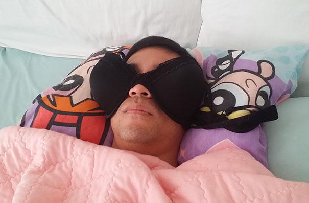 brassier en la cara para dormir