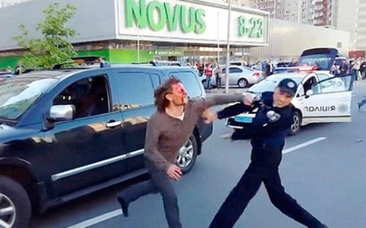 Policías intentan detener a excampeón olímpico