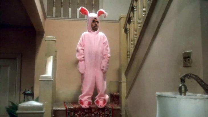 Robert Downey Jr vestido de conejo en Batalla de Photoshop